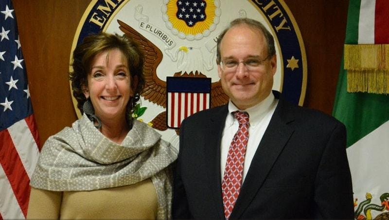 La embajadora Roberta Jacobson junto con el Subsecretario del Tesoro Marshall Billingslea.