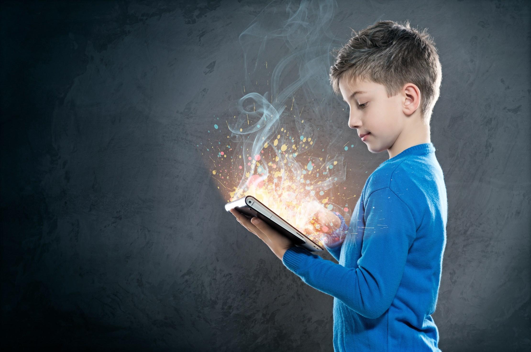 Las TIC contribuyen en la educación de los niños. Sin embargo, su uso no deja atrás las implicaciones negativas que estas podrían generar.  (Foto: Mediatelecom)