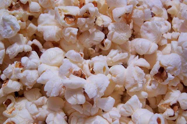El 90% del precio de las palomitas es ganancia para un cine, asegura el sociólogo y periodista francés Frédéric Martel.