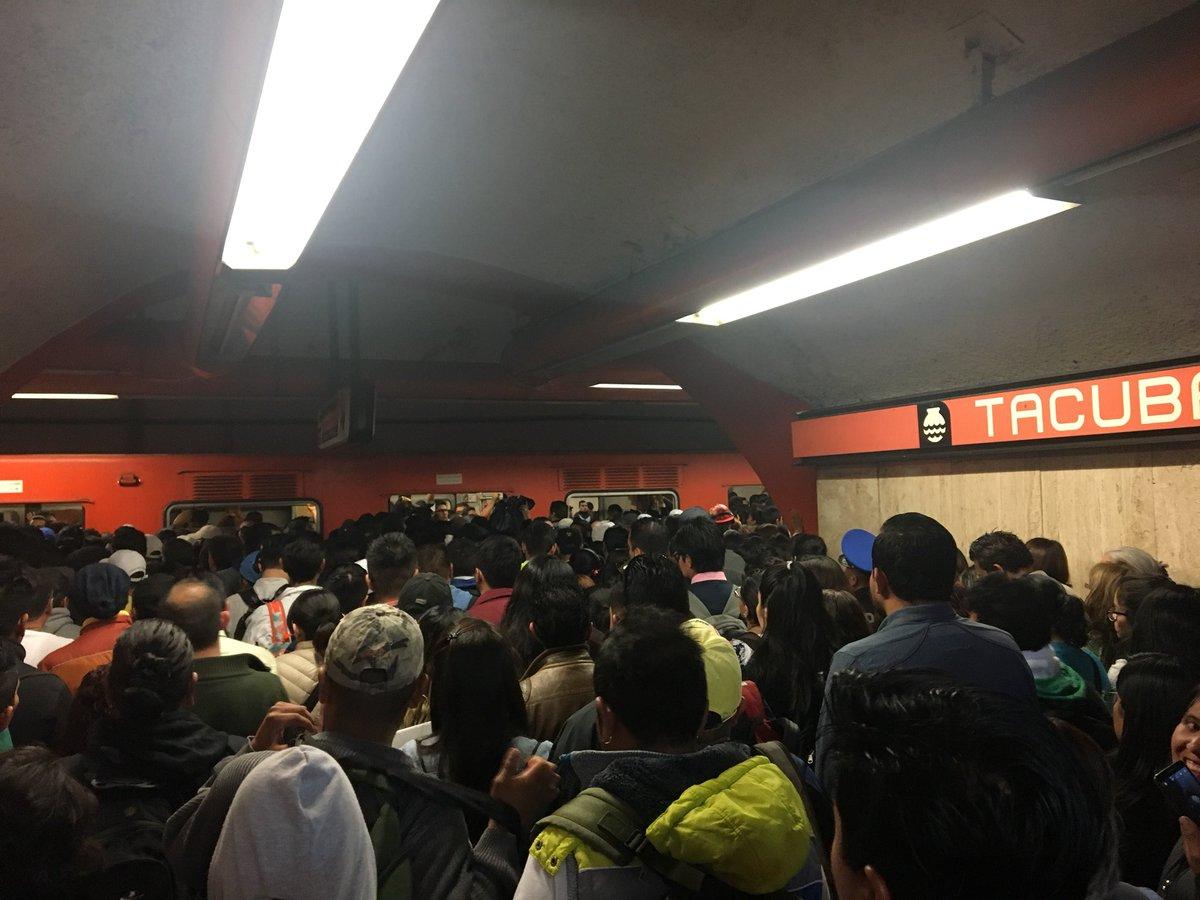 Foto: Retraso de trenes en Línea 7 del Metro / Twitter @Hublita