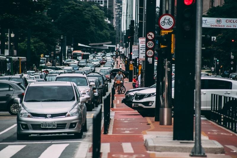Sin una buena inversión en transporte público y ante severos problemas de inseguridad, los mexicanos han optado por utilizar apps de transporte para movilizarse.