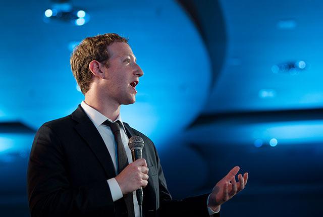 Mark Zuckerberg lleva tiempo negando que Facebook sea una compañía de medios (Foto: Pete Souza)