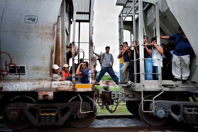 Migrantes centroamericanos y mexicanos cruzando México. Foto: Moody College of Communication / algunos derechos reservados.