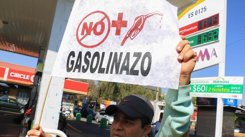 AMLO promete que no habrán gasolinazos. Foto: Cuartoscuro