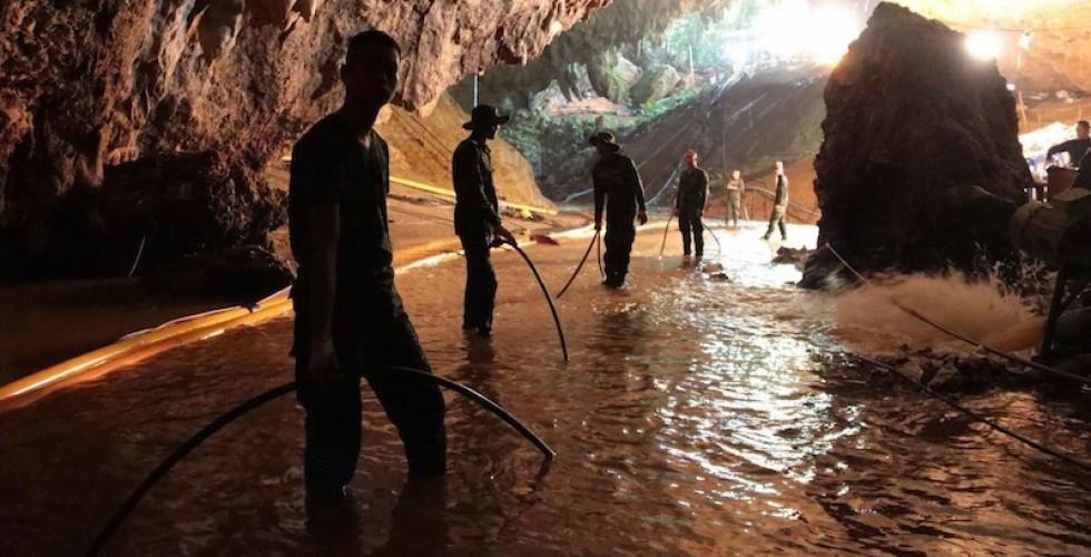 Rescate exitoso de niños atrapados en una cueva de Tailandia
