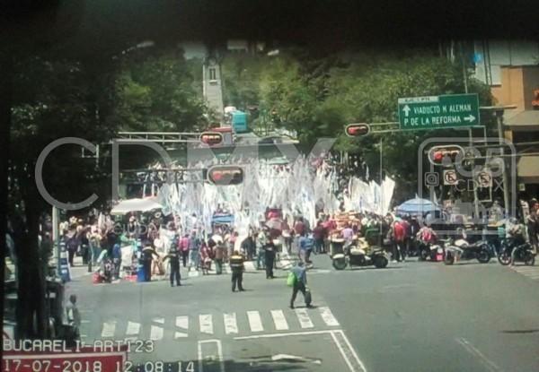 Marcha de campesinos sobre Reforma Foto: Twitter del C5 CDMX