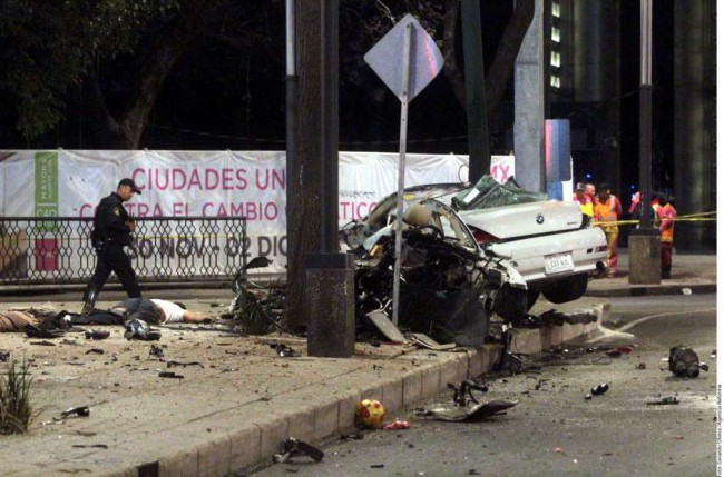 En México 16 mil personas pierden la vida en accidentes vehiculares al año, más de 134 mil personas resultan lesionadas y 40 mil mexicanos quedan anualmente con algún tipo de discapacidad para el resto de sus vidas.