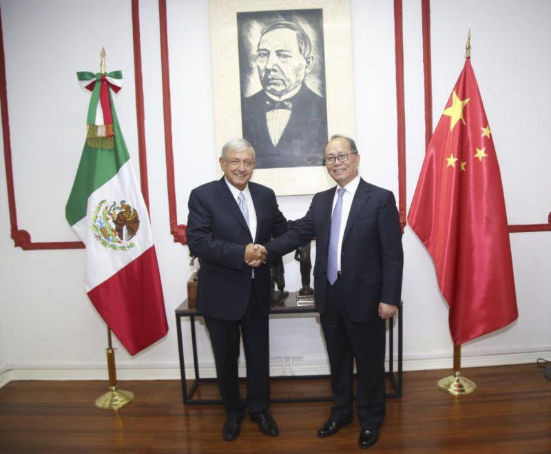 Reunión entre virtual presidente electo Andrés Manuel López Obrador y embajador de China en México, Qiu Xiaoqi Foto: Twitter Andres Manuel López Obrador @lopezobrador_