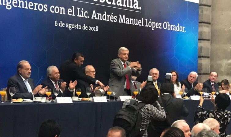 Andrés Manuel López Obrador en reunión de ingenieros. Foto: Sonia Serrano