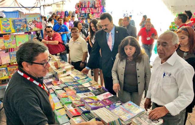 La Profeco proyectó que el gasto en útiles escolares por niño a nivel primaria podría superar los 2 mil 500 pesos (Foto: Twitter)
