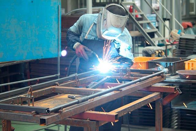 En la rama automotriz, la porción de componentes extranjeros en los productos de manufactura fue de 65%