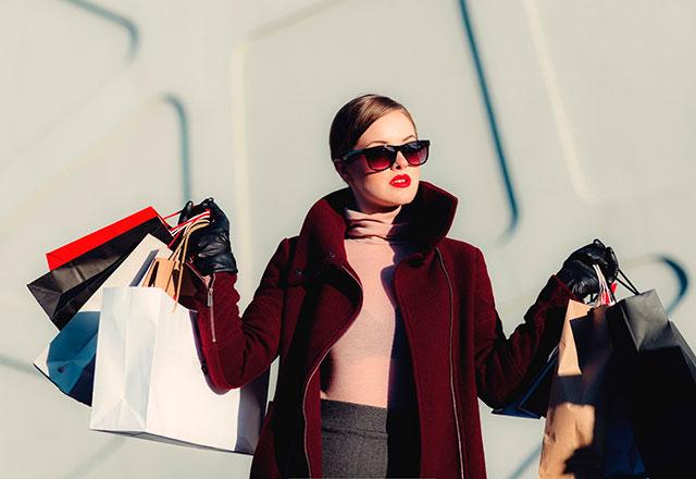 Se proyecta que para 2025 los millennials representen 40% de los consumidores de artículos de lujo (Foto: Matt Madd)