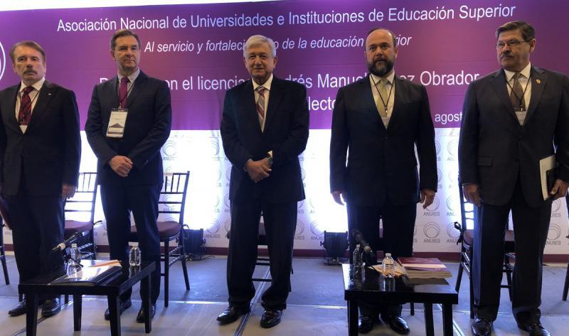 Andrés Manuel López Obrador en reunión con la Asociación Nacional de Universidades e Instituciones de Educación Superior Foto: Twitter Esteban Moctezuma Barragán @emoctezumab