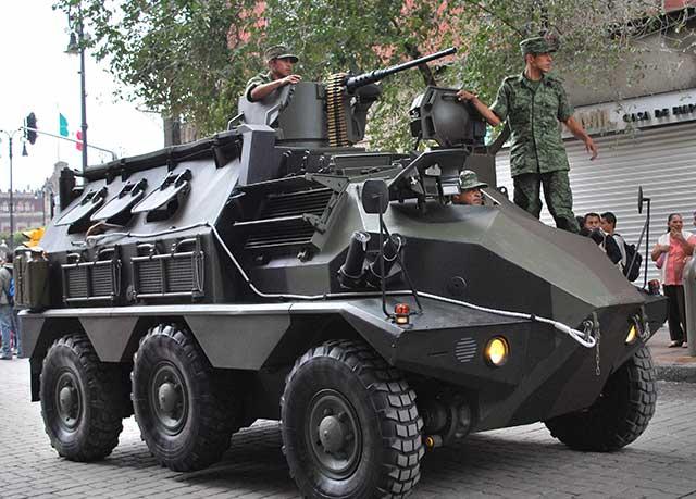 AMLO planteó en campaña la posibilidad de que el ejército fuera reemplazado paulatinamente por la policía en las calles (Foto: Thelma Datter)
