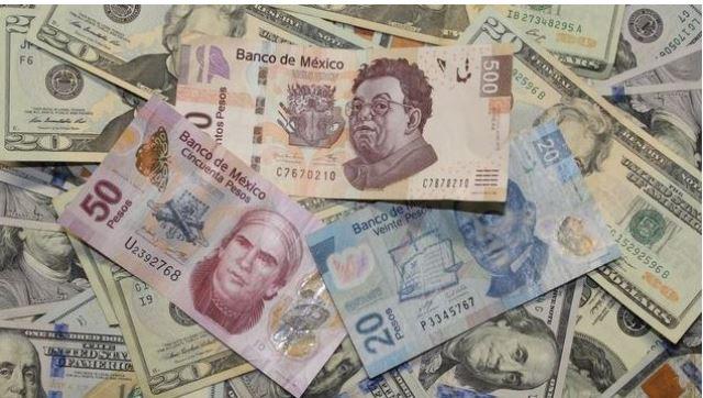 El peso se depreció frente al dólar 2.8% en el mes de agosto de 2018.