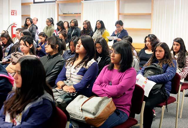 La población con estudios de nivel superior o medio superior ya representa un tercio de los que mantienen dos empleos (Foto:@IPN_MX)