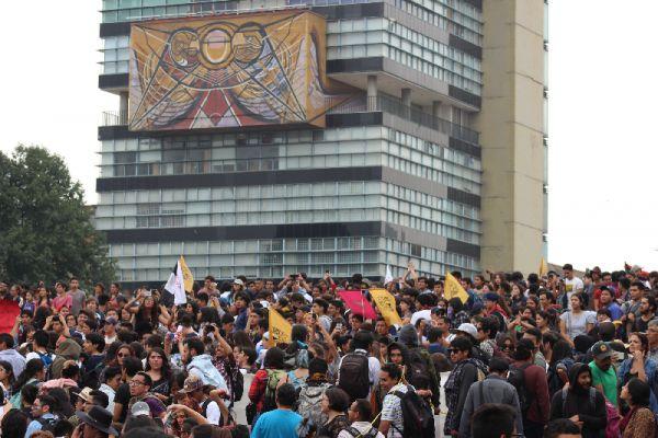 Más de 30 mil personas marcharon el 5 de septiembre hasta la Rectoría de la UNAM para exigir paz. (Foto: Abimelech Tovar).