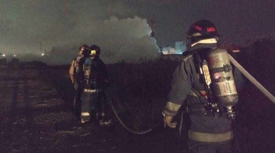 Bomberos atendiendo la fuga de gas reportada la madrugada del 12 de septiembre en Puebla capital.