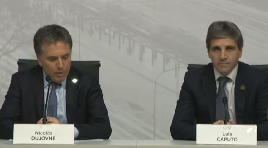 Nicolás Dujovne, Ministro de Hacienda, junto a Luis Caputo, expresidente del BCRA.