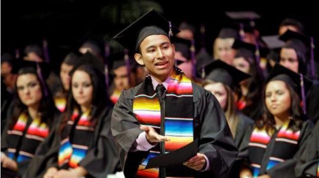 Las becas nacionales de Conacyt van de los 11 mil pesos mensuales para maestría hasta los 14 mil 700 para doctorado.