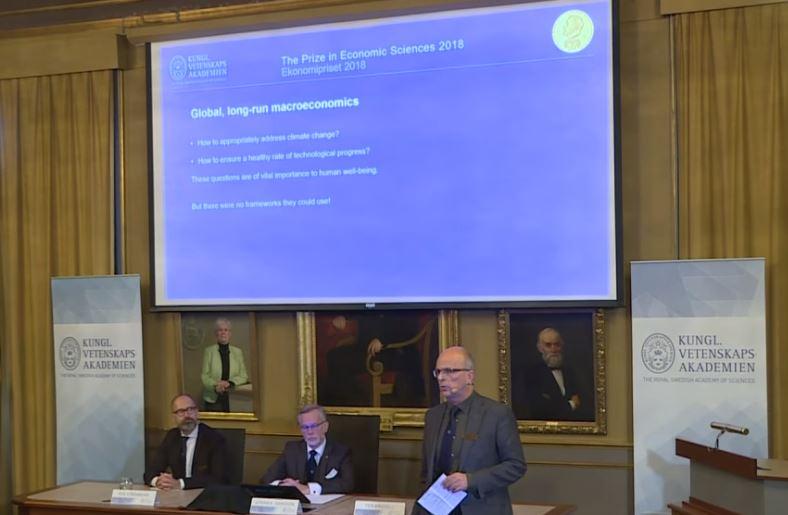 Ceremonia en la que la Academia de Ciencias Sueca dio a conocer a los ganadores del Nobel de Economía 2018.