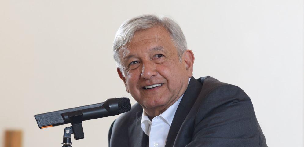 Decenas de funcionarios en el INE e Inegi ganan por encima del salario del futuro presidente.