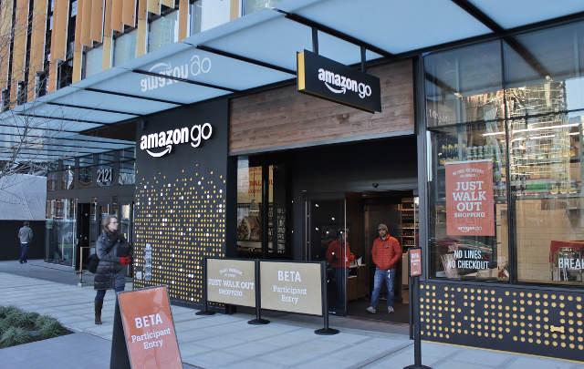 En solo 10 meses Amazon ya aperturó cuatro tiendas Amazon Go en Estados Unidos. Foto: SounderBruce