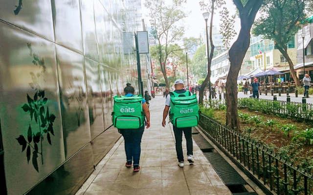 Los empleados de restaurantes de autoservicios, bares y casas de huéspedes son los que más se han visto afectados. Foto: Karina Casarrubias.