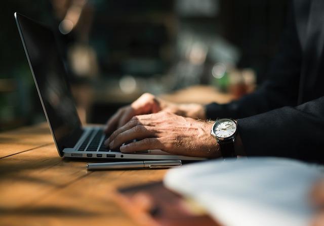 El 52% de los mayores de 60 años han intentado emprender un negocio propio.