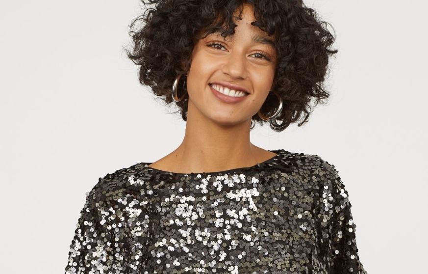 Blusa de lentejuelas de H&M (foto: H&M).