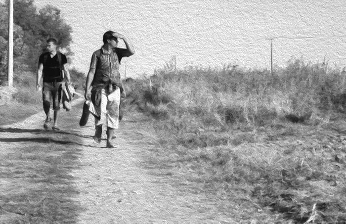 Migrantes cruzando la frontera.