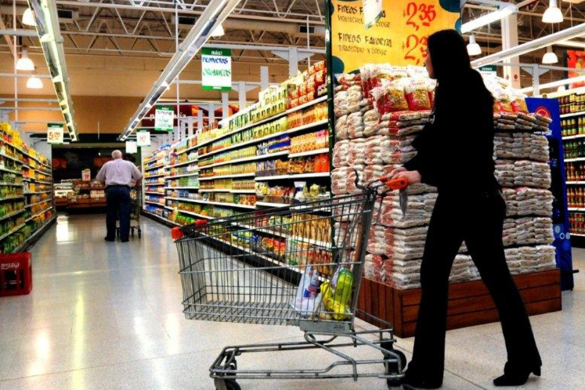 Las ventas de mayoreo cayeron 7.1% en comparación anual y las de menudeo lo hicieron en 2.1%, indicó Inegi.