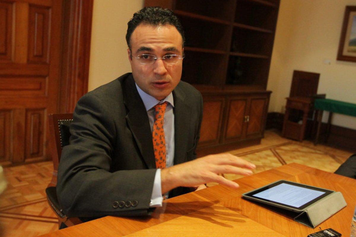 El subsecretario de Hacienda advierte sobre echar campanas al vuelo con los pronósticos económicos en medio de la incertidumbre internacional.