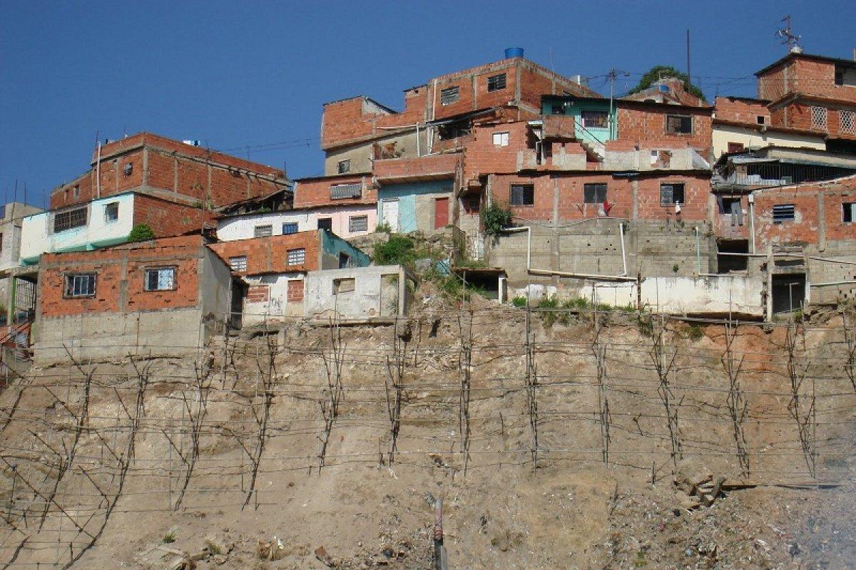 Senado pide a Sedatu vigilar asentamientos irregulares y en riesgo.