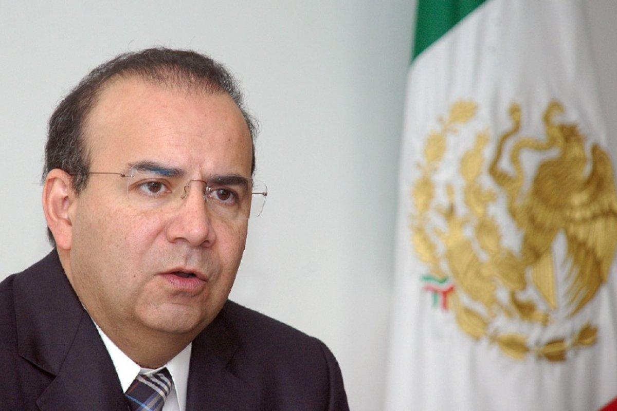 El titular del Trabajo, Alfonso Navarrete, tiene una escasa incursión sobre las políticas de Estado para evitar una política asistencialista.