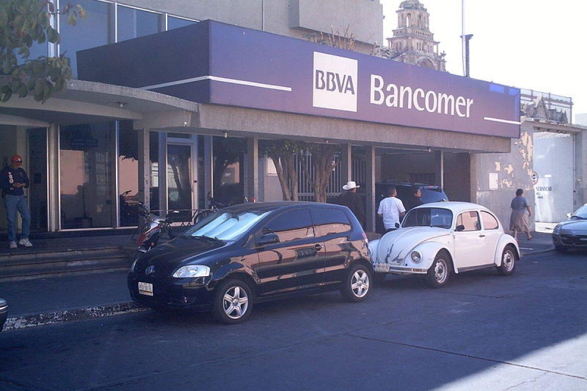 En el DF, Bancomer cayó en la tentación de descontar del seguro de desempleo las deudas de sus tarjetas de crédito.