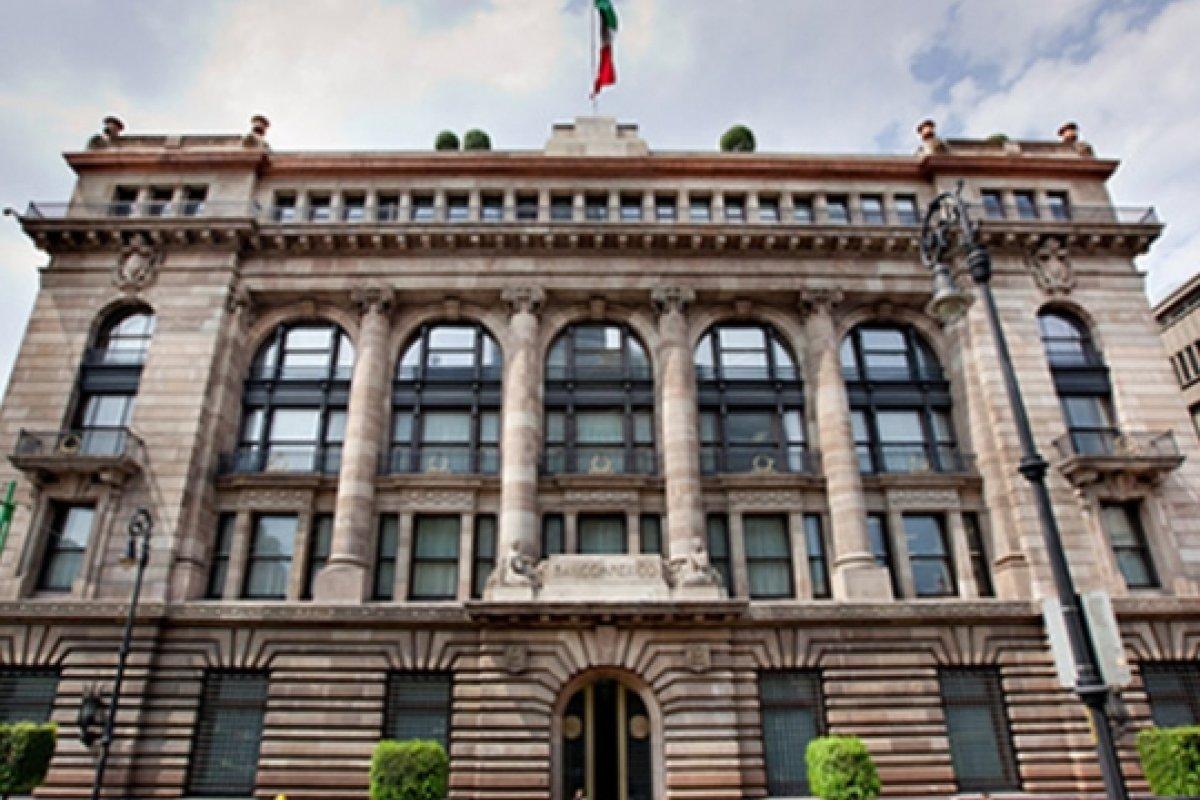 Banxico reconoce datos favorables, pero incipientes, para las exportaciones y el gasto público.