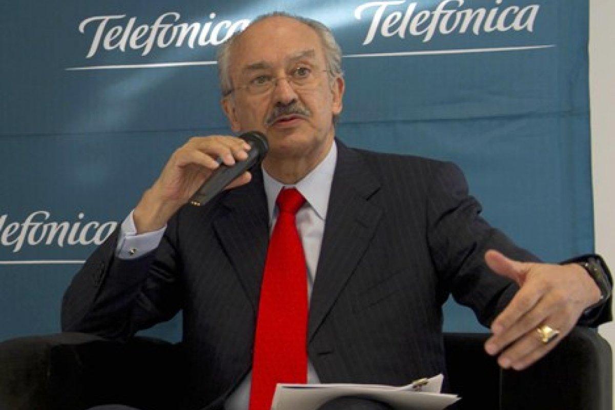 Gil Díaz justifica su incompetencia personal para manejar Telefónica con supuesta falta de competencia, acusa Telmex.
