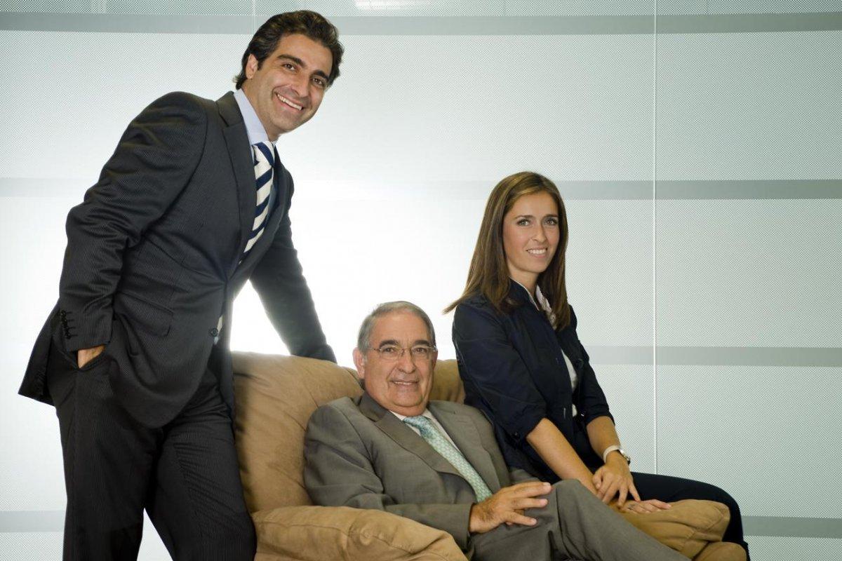 Un reto para las empresas familiares es lograr el éxito a través de la reinversión del capital para el crecimiento con recursos propios.