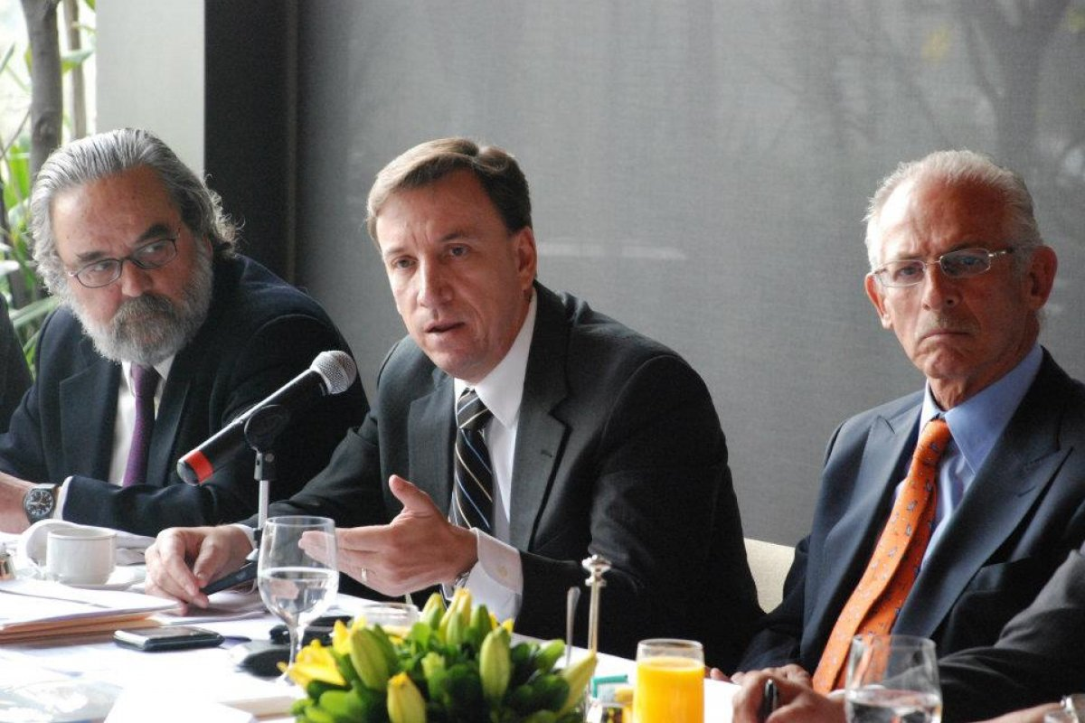 La nueva legislación debe impulsar a las Pymes, que son 96% en el sector, sostiene Tuffy Gaber Flores (al centro en la imagen).