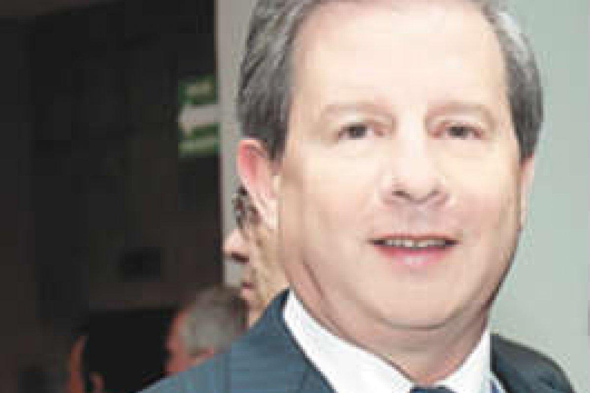 Rogelio Zambrano es primo de Lorenzo Zambrano y miembro del consejo desde 1987.