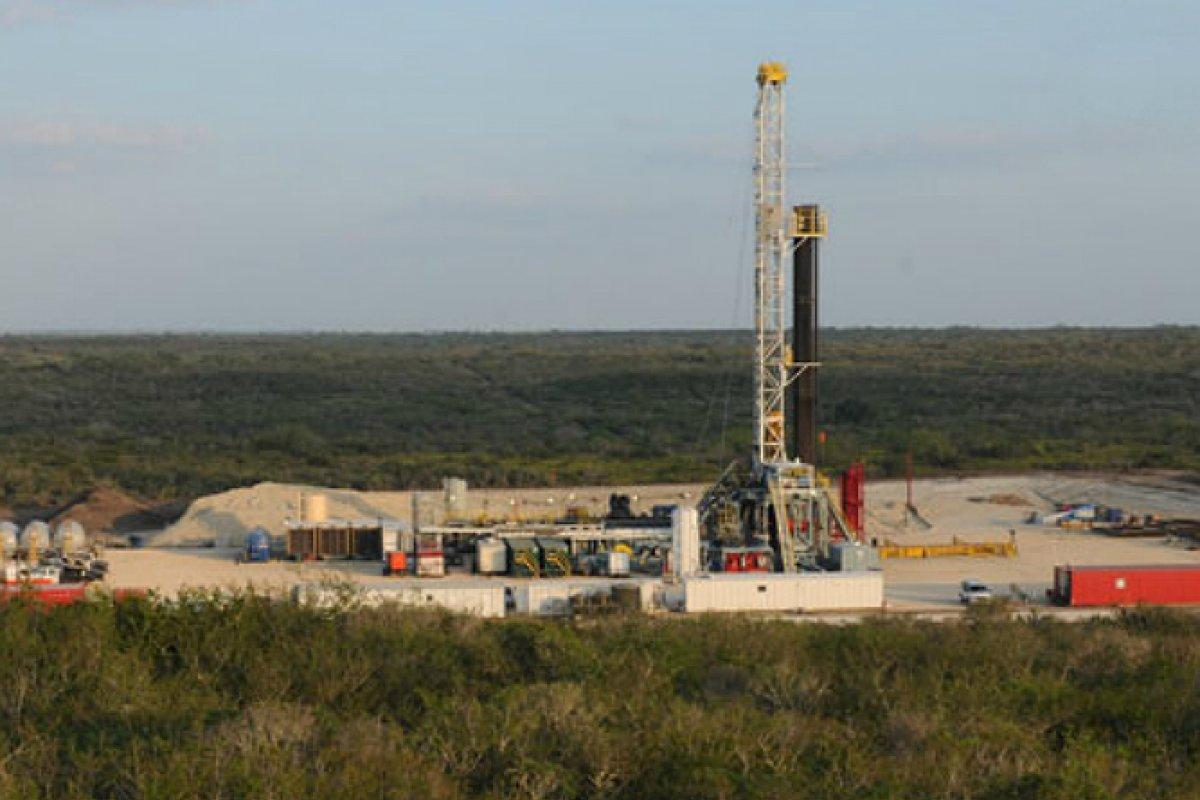 Pacific Rubiales participa en los mercados de Colombia, Perú y Brasil en exploración y producción de petróleo crudo y gas.