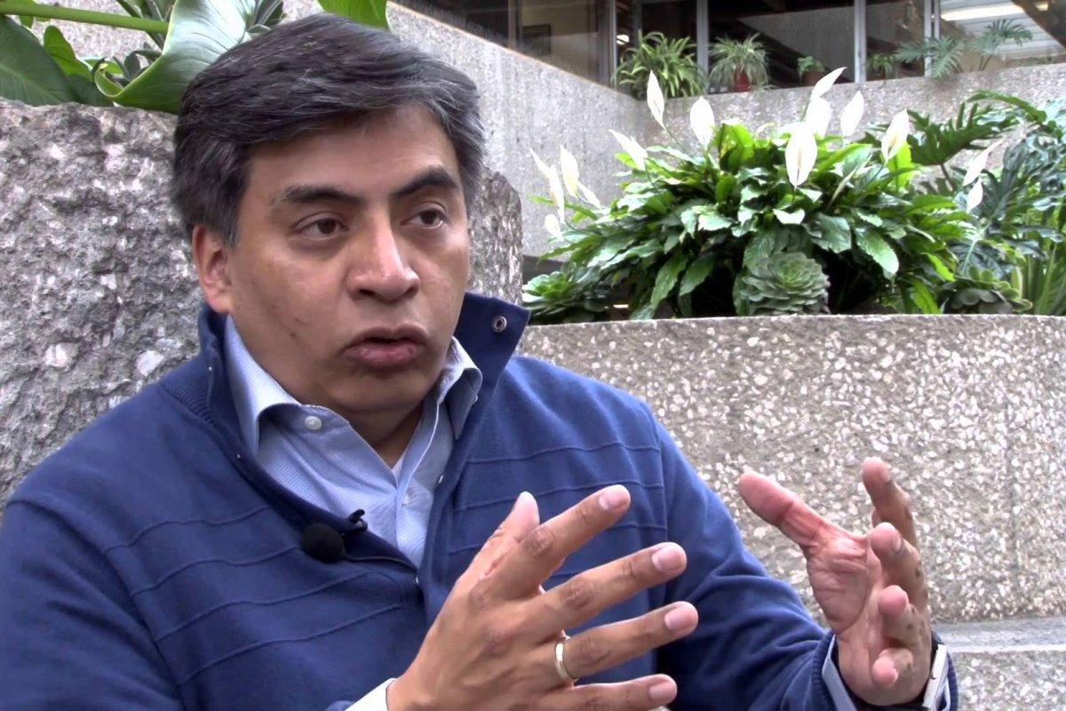 """""""En la tienda de abarrotes: 'Hoy no fío, pero mañana sí'. En la SHCP: 'Este año no crecemos, pero el que viene sí': Gerardo Esquivel."""