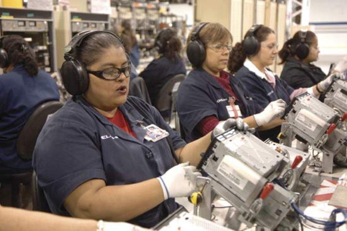 México necesita trabajadores mejores calificados, no sólo baratos, dice KPMG.