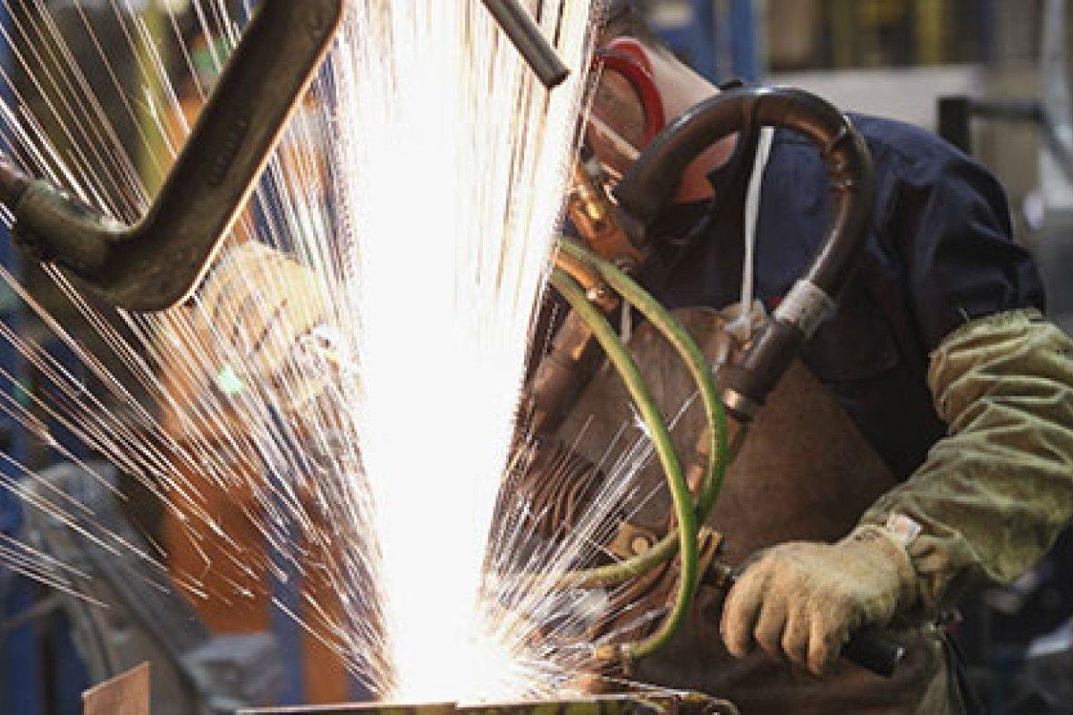 Con cifras desestacionalizadas, la producción industrial en abril avanzó 0.64% a comparación del mes anterior.