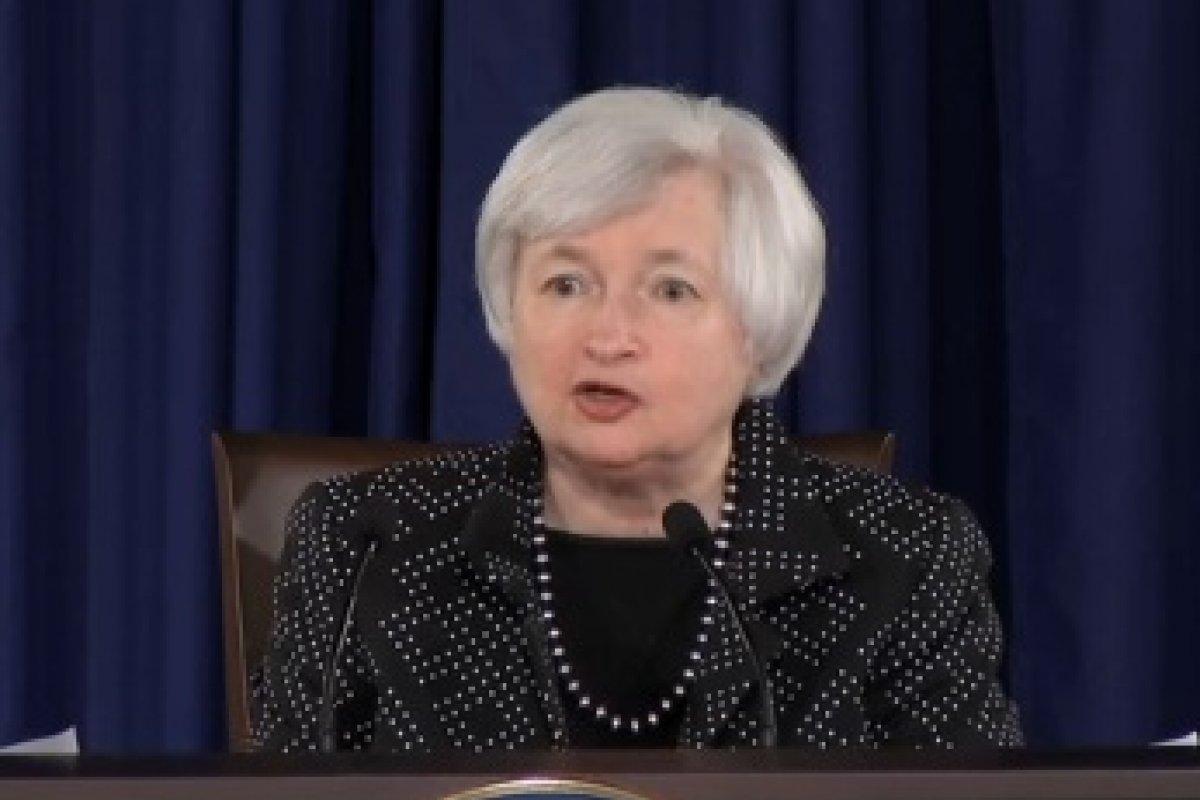 El costo potencial -en términos de una peor evolución macroeconómica- seria demasiado grande para dar a los riesgos de la estabilidad financiera un papel central en las decisiones de política monetaria, dijo Yellen.