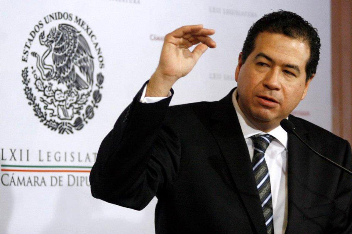 La ley de órganos reguladores legitimará despojos estableciendo que es causa de utilidad pública lo que en realidad es causa de utilidad privada, señaló Ricardo Mejía Berdeja de MC.