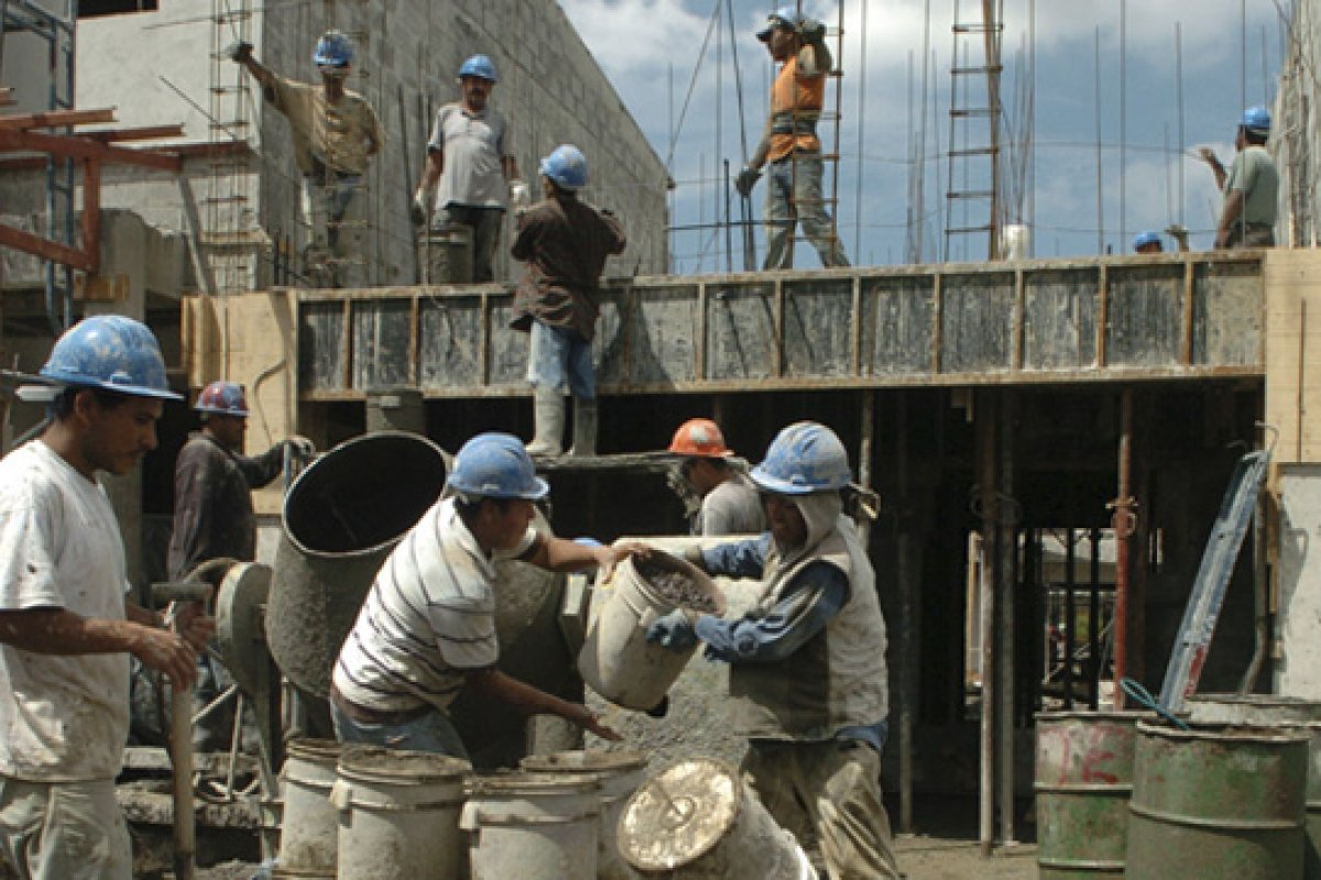La contracción de la construcción en México fue advertida por el FMI en el reporte Perspectivas de la Economía Mundial 2014.
