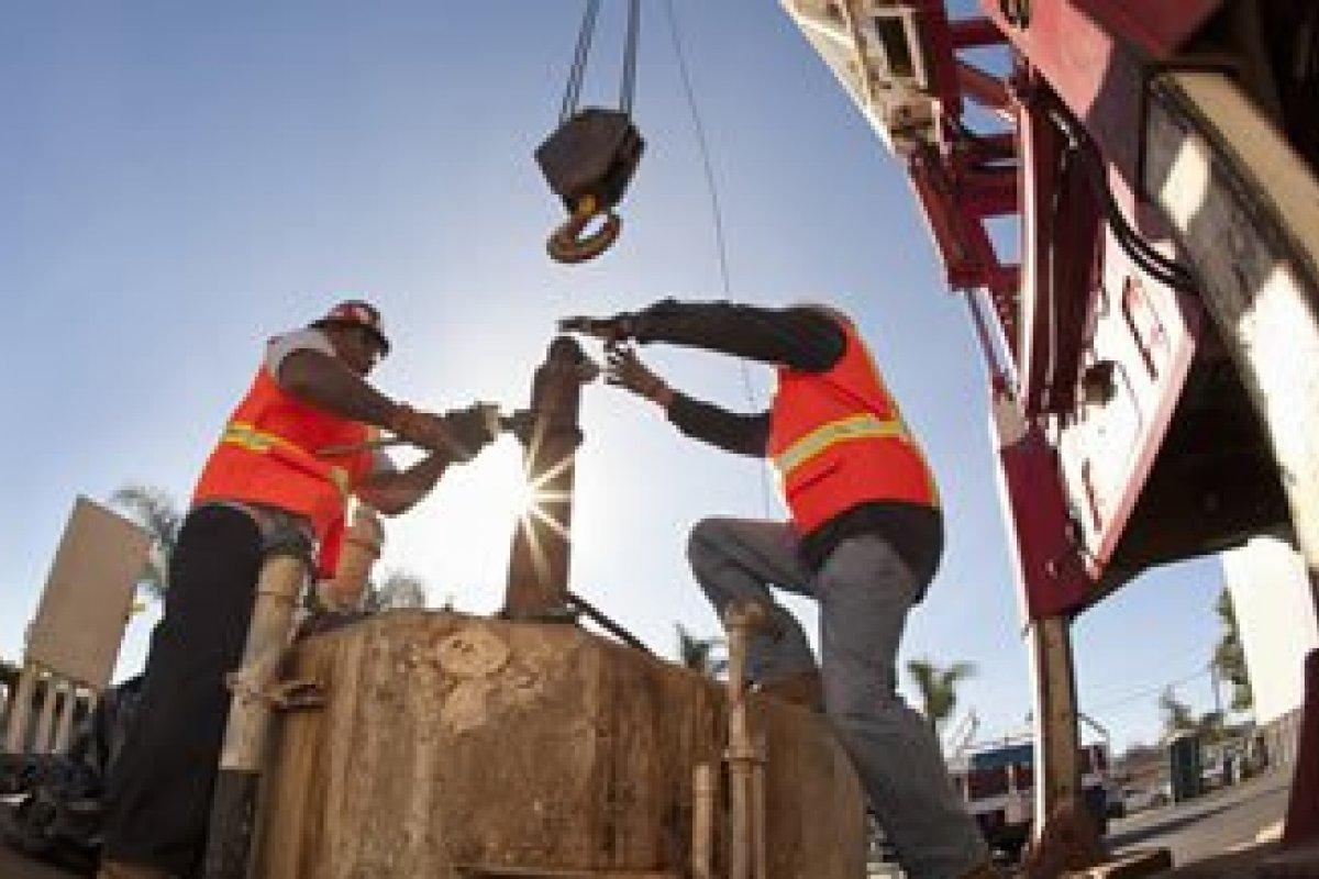 El Programa Nacional de Infraestructura podría impulsar a la construcción, que registró un ligero retroceso de 0.18% en su comparación mensual.