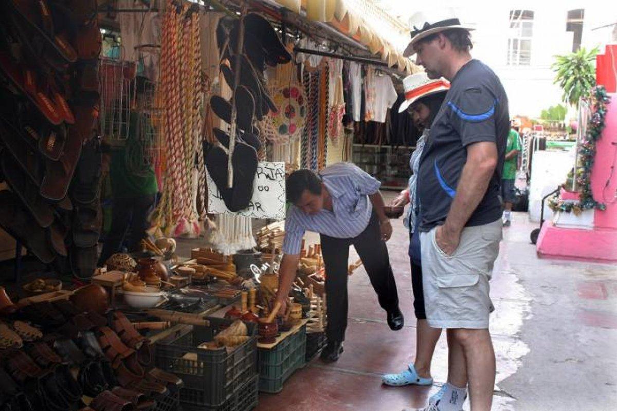 A los visitantes provenientes del extranjero se les reembolsará 65% del IVA en sus compras de tiendas afiliadas al programa.